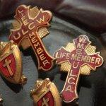 画像7: USAヴィンテージ1930s十字架ピンバッジ赤 キリスト教聖品W.M.S. U.L.C.A.終身会員ブローチ (7)