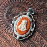 画像1: イタリアヴィンテージカメオ風メダイ|イエスの聖心御心とカルメル山の聖母アンティークメダイ (1)