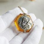 画像8: チェコスロバキア製ヴィンテージ幼きイエスの聖テレジアミニロザリオ入り六芒星ガラスペンダントネックレス (8)