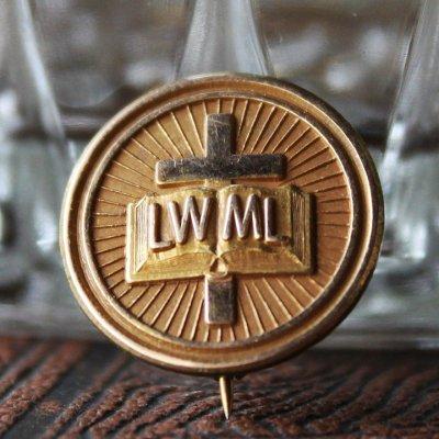 画像1: アメリカヴィンテージキリスト教派LWML聖書と十字架の金メッキピンバッジ|バイブル&クロスアンティークブローチ