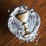 画像1: USAヴィンテージ初聖体・聖杯と聖霊のピンバッジピンズブローチ|first holy communionアンティークジュエリー (1)