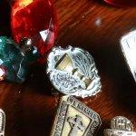 画像3: USAヴィンテージ初聖体・聖杯と聖霊のピンバッジピンズブローチ|first holy communionアンティークジュエリー (3)