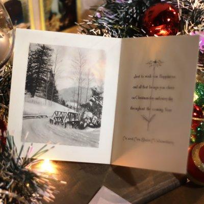 画像2: USAヴィンテージ1940年代紙ものクリスマスカード|2色刷りポインセチアと雪景色・アンティークカード