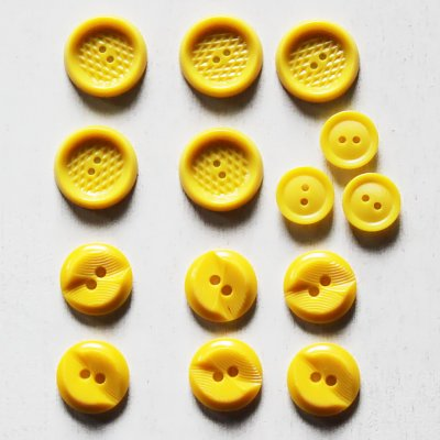 画像1: USAヴィンテージソーイングボタン黄色|プラスティック・ベークライト・イエロー14個