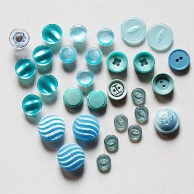 画像1: USAヴィンテージソーイングボタン水色|プラスティック・ベークライト・ライトブルー28個