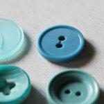 画像3: USAヴィンテージソーイングボタン水色|プラスティック・ベークライト・ライトブルー28個 (3)