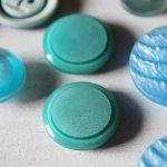 画像5: USAヴィンテージソーイングボタン水色|プラスティック・ベークライト・ライトブルー28個 (5)