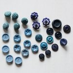 画像1: USAヴィンテージソーイングボタンブルー|プラスティック・ベークライト・青紺29個 (1)