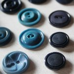 画像3: USAヴィンテージソーイングボタンブルー|プラスティック・ベークライト・青紺29個 (3)