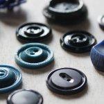 画像4: USAヴィンテージソーイングボタンブルー|プラスティック・ベークライト・青紺29個 (4)