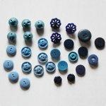 画像2: USAヴィンテージソーイングボタンブルー|プラスティック・ベークライト・青紺29個 (2)
