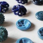 画像11: USAヴィンテージソーイングボタンブルー|プラスティック・ベークライト・青紺29個 (11)