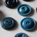 画像13: USAヴィンテージソーイングボタンブルー|プラスティック・ベークライト・青紺29個 (13)