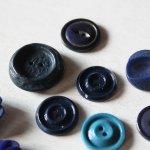 画像14: USAヴィンテージソーイングボタンブルー|プラスティック・ベークライト・青紺29個 (14)