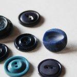 画像15: USAヴィンテージソーイングボタンブルー|プラスティック・ベークライト・青紺29個 (15)