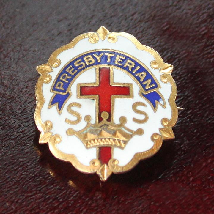 画像1: USAヴィンテージピンバッジ白10KGF キリスト教聖品PRESBYTERIAN教会日曜学校メンバーブローチ (1)