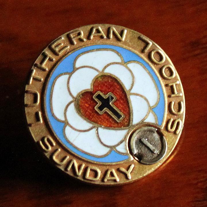 画像1: USAヴィンテージ十字架・ハートピンバッジ|キリスト教聖品LUTHERAN SUNDAY SCHOOLブローチA (1)
