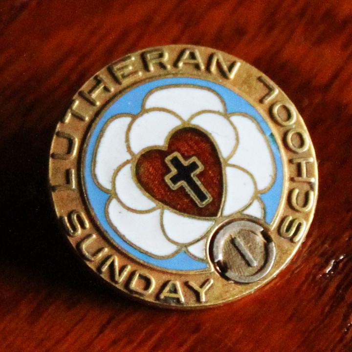 画像1: USAヴィンテージ十字架・ハートピンバッジ|キリスト教聖品LUTHERAN SUNDAY SCHOOLブローチB (1)