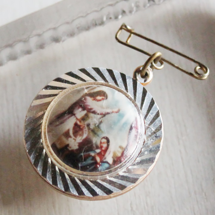 画像1: USAヴィンテージ信徒を祝福するイエスキリストのブローチ カトリック教会アンティークメダイのバッジ (1)
