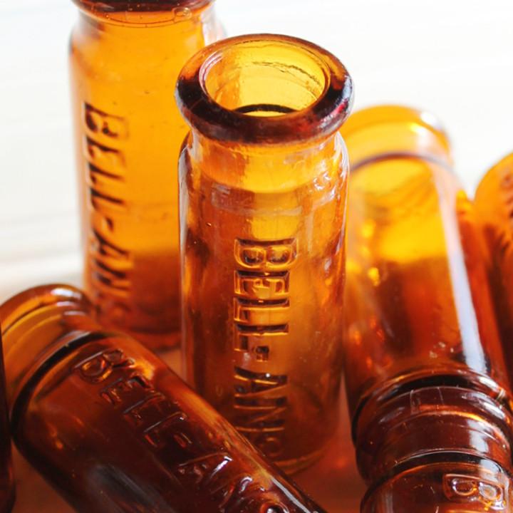 画像1: USAヴィンテージアンバーガラスミニメディシンボトル|BELL ANS薬瓶 (1)